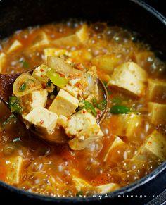 두부 된장찌개 Soybean paste stew with lots of tofu. yum