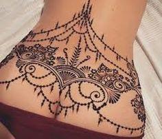 Resultado de imagen de tatuajes bajo espalda