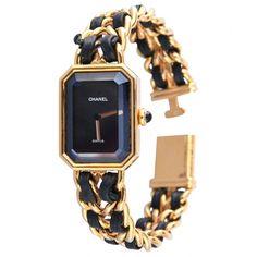 Chanel Damenarmbanduhr, Swiss made, Gold plated (G 20M), Quarz, Größe M, Verzierung Lederarmband, F. E. 71383.     Die Uhr ist ein Klassiker und echt. Sie ist in gutem, gebrauchten Zustand, ich habe sie im Jahre 2005 bei einem Gold- und Brillantschmuck-Händler erworben und seither nur selten getragen.     Die Länge des Armbands beträgt pro Seite fast genau 8cm.     Das Lederarmband ist am ersten Armbandglied etwas beschädigt, was aber nicht auffällt und auch noch nicht reparaturbedürftig…