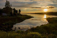 Pôr-do-sol em Fossvogur, Islândia. Fotografia: Thorfinnur Sigurgeirsson no Flickr.