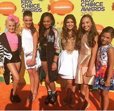 All the girls at the kids choice awards