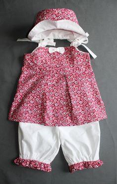Adorable petit ensemble ,tunique à bretelles et pantacour taille 18 mois    2 ans,imprimé fleuri framboise bordeau 9409c23f896