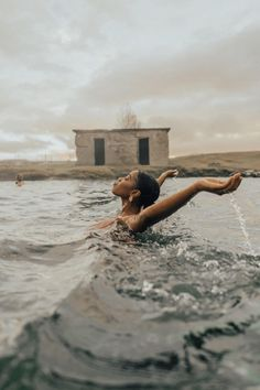Checking off my bucket list one at a time. Swimming in hot springs in Iceland 😍😍 Creative Photography, Portrait Photography, Woman Photography, Photography Ideas, Black Girl Aesthetic, Foto Art, Foto Pose, Jolie Photo, Black Is Beautiful
