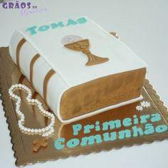 Bolo Bíblia Primeira Comunhão Ideas Bautismo, Communion Cakes, Cute Cakes, Macarons, Cupcake Cakes, Wedding Cakes, Decorative Boxes, Sweets, Desserts