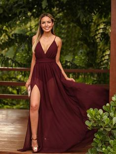 vestido longo marsala com transparência nas pernas Fall Formal Dresses, Red Wedding Dresses, Cute Prom Dresses, Grad Dresses, Pretty Dresses, Beautiful Dresses, Bridesmaid Dresses, Stylish Dresses, Fashion Dresses