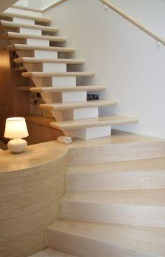 зонирование с помощью лестницы