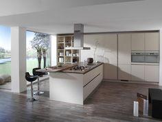 Mooie ruimtelijke keuken met bar