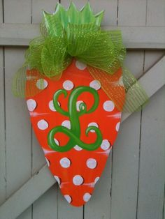 Wooden Door Hanger Spring Carrot Easter Hand by Earthlizard Easter Projects, Easter Crafts, Craft Projects, Easter Decor, Easter Art, Easter Ideas, Craft Ideas, Wood Projects, Decor Ideas