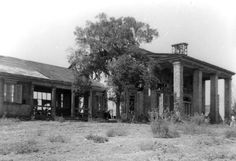 Tara: A view of the main house and the wing on the left side of the house that was built but that never appeared in the film. (retroweb.com)