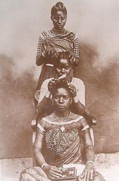 katebomz:    1900's Hair braiding  (via abstrackafricana)