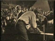 """Jerry Lee Lewis - """"Whole Lotta Shakin Going On"""" (Live 1964) Et nummer, min broder har spillet på klaver så det buldrede, og jeg ikke mindst har danset til rigtig mange gange som teenager. Samtidig lyttede jeg til """"Procol Harum"""", """"The Marmelade"""", """"The Hollies"""", """"The Moodie Blues"""" og mange andre."""