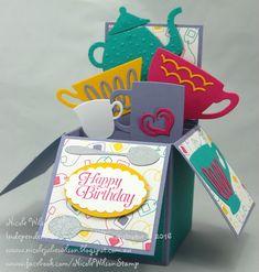 C'est l'heure du thé avec Stampin' Up! Une jolie boîte surprise réalisée avec les poinçons Framelits L'heure du thé et le papier de la série Design Un petit thé ! #stampinup #DIY #surprise # thé