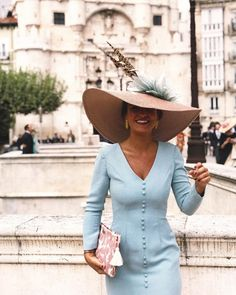 Cause darling, I'm a nightmare dressed like a daydream! Look ✨ Fall Dresses, Blue Dresses, Evening Dresses, Races Fashion, Fashion Hats, Fancy Hats, Wedding Hats, Ladies Day, Hats For Women