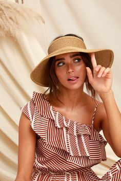 Throw the Lulus Cresta Beige Raffia Visor is your beach bag to block the sun in style! This woven raffia visor has a wide brim and two snap closures. Straw Visor, Floppy Straw Hat, Straw Hats, Beige Ballerinas, Women's Fashion Dresses, Fashion Hats, Fashion Top, Fashion 2018, Fashion Edgy