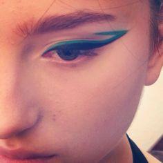 Mac green and black eyeliner Normal Makeup, Makeup Course, Makeup Inspiration, Makeup Ideas, Black Eyeliner, War Paint, Eye Makeup, Make Up, Eyes