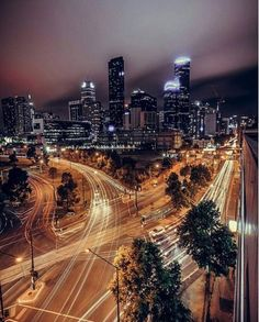 Melbourne after dark - Photo by @theinkedshooter #melbournecity #melbournelife #lovemelbourne #inlove #city #citylights #travel #explore #discover #melbourne #seemelbourne