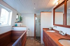 This floating house is located in downtown Stockholm and its built inside a barge. This floating house is located in downtown Stockholm and its built inside a barg Black White Bathrooms, White Bathroom Decor, Master Bathroom, Wooden Bathtub, Wood Tub, Architecture Design, Dutch Barge, Water House, Boat House