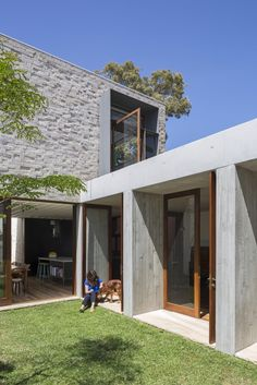 This house is a reinterpretation of a classic terrace house conceived by Aileen Sage Architects. A house designed by architect Amelia Holliday Architecture Awards, Residential Architecture, Interior Architecture, Australian Architecture, Exterior Design, Interior And Exterior, Courtyard House, Built Environment, Home Fashion