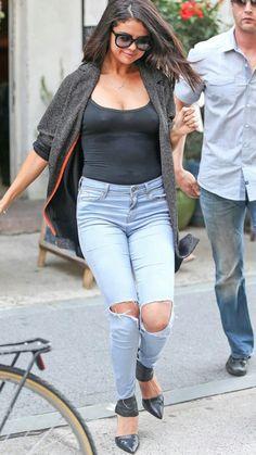 Photo of Watch Out, Kim Kardashian: Selena Gomez Is Coming For Your Look Selena Selena, Selena Gomez, Robert Kardashian, Khloe Kardashian, Kendall, Kylie, Kardashian Kollection, Kris Jenner, Mom Jeans