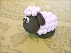fondant sheep, loving the woolly coat! Fondant Figures, Fondant Cake Toppers, Cupcake Cakes, Fondant Cupcakes, Cupcake Toppers, Sheep Fondant, Sheep Cake, Farm Animal Cakes, Animal Cupcakes