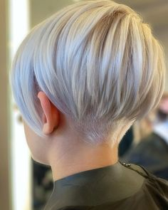 15 pretty pixie hairstyles (December 2019 15 hübsche Pixie-Frisuren (Kollektion December Pixie styles are absolutely stunning and offer a lot of style and fun. It may seem scary to cut off much of your hair, but if … - We Have A Good Collection o Short Hair Undercut, Short Pixie Haircuts, Undercut Hairstyles, Women Pixie Haircut, Short Pixie Cuts, Pixie Cut Back, Pixie Cut Color, Pixie Cut With Undercut, Undercut Bob Haircut