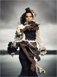 Björk in freeform crochet. I LOVE free form crochet! Freeform Crochet, Crochet Art, Crochet Ideas, Gloomy Sunday, Crochet Costumes, Magnolia Pearl, Art Textile, Crochet Clothes, Wearable Art