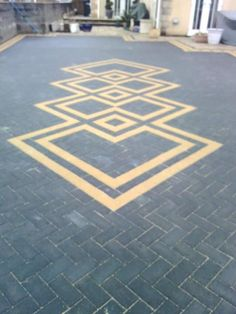Leading block paving and driveway contractors throughout Yorkshire and Lincolnshire. Our block paving service has a 5 year warranty. Paving Edging, Block Paving Driveway, Modern Driveway, Brick Paving, Driveway Landscaping, Driveway Ideas, Concrete Patio Designs, Paver Designs, Backyard Patio Designs
