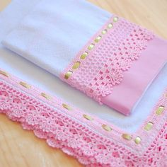Crochet Edging Tutorial, Crochet Edging Patterns, Crochet Lace Edging, Crochet Borders, Diy Crafts Crochet, Crochet Projects, Sewing Crafts, Baby Clothes Quilt, Crochet Baby Clothes