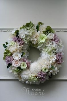 Another lovely delicate romantic wreath. Deco Floral, Arte Floral, Floral Design, Wreaths And Garlands, Door Wreaths, Wreath Crafts, Diy Wreath, Corona Floral, Summer Wreath