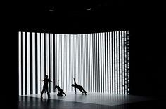 De bewegingen van dansers besturen de visuals in deze nieuwe dansvoorstelling - Creators