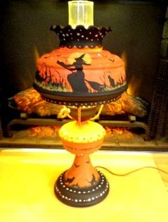 VINTAGE *HALLOWEEN WITCHES & BLACK CATS *HURRICANE RUFFLE* GLASS & CHIMNEY LAMP
