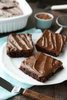Frosted Fudge Brownies    Chocoholics NEEDthese Frosted Fudge Brownies! Super fudgy homemade brownies are topped with a smooth and creamy fudge chocolate frosting for ultimate chocolate pleasure. Greatfor lunch box treats,   http://www.dessertnowdinnerlater.com/frosted-fudge-brownies/