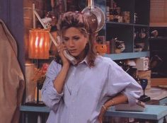 Here Are All 90 Outfits Rachel Green Wore On The First Season Of Friends <b>In honor of the anniversary of the show's premiere on Sept. here's a look at everything Rachel wore in the series' first 24 episodes. Estilo Rachel Green, Rachel Green Outfits, Rachel Green Hair, Rachel Green Style, Rachel Green Friends, Jennifer Aniston, Outfits 90s, Friend Outfits, Friends Rachel Outfits