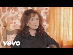 Listen to Loretta Lynn Talk About Her First Impression of Willie Nelson [VIDEO] - Country Fancast
