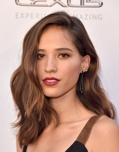 Kelsey Asbille Medium Wavy Cut - Kelsey Asbille showed off perfectly styled waves at the premiere of 'Wind River.'
