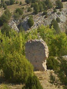 Restos de la espadaña de Gomezuela perteneciente a Torremocha de Ayllón