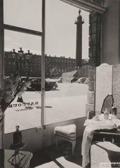 """Paris, 1946  """"La Place Vendôme vue depuis la parfumerie Raucour"""" RENÉ-JACQUES [René GITON dit]"""
