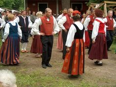Folk Dancers in traditional costumesKerava    photo by Annelis flickr