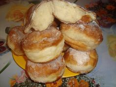 Gogosi dospite   CAIETUL CU RETETE Romanian Food, Romanian Recipes, Pretzel Bites, Puddings, I Love Food, Easy Desserts, Donuts, Muffin, Food And Drink