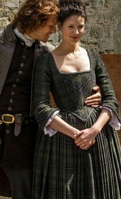 I really like this tartan dress from Season 1 of Outlander. With the bustle and the corset, I don't imagine it would be all that comfortable though. Claire Fraser, Jamie Fraser, Jamie And Claire, Outlander Season 1, Outlander Book Series, Outlander 3, Sam Heughan Outlander, Diana Gabaldon, Fangirl