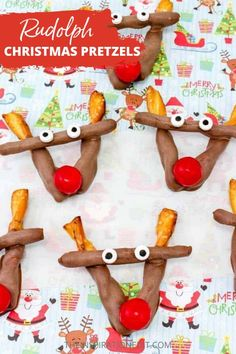 We highly recommend this easy and fun Rudolf Christmas Pretzel chocolate treat. A perfect dessert for your child's Christmas party or as a family treats for the holiday season. Grabe the recipe now! #christmas #christmasrecipes #christmasdesserts #easydesserrs #foodidea #desserts #dessertsidea Christmas Treats To Make, Christmas Recipes For Kids, Christmas Pretzels, Edible Christmas Gifts, Christmas Side Dishes, Rudolph Christmas, Christmas Party Food, Christmas Breakfast, Christmas Desserts