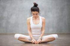 15 Minuten Yoga am Morgen – das tut gut! 15 Minuten Yoga am Morgen – das tut gut! Exercise To Reduce Hips, Reduce Thighs, Reduce Thigh Fat, Yin Yoga, Yoga Bewegungen, Fitness Del Yoga, Fitness Workouts, Easy Workouts, Yoga For Plantar Fasciitis