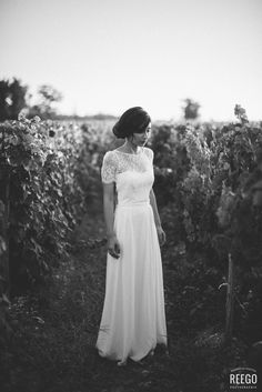 bride in the vineyard #weddingdress ©reegophotographie