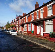 La rue où je vais vivre au cours des prochains jours à Manchester. Peut-on faire plus typique ?  #omgb  #lovegreatbritain by chris_voyage #travel