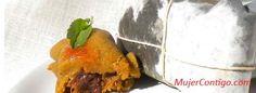 Pasteles de yuca deliciosos con relleno de cerdo, pasas y pimiento.  Los pasteles en hojas tradición Dominicana de rico sabor. Los Dominicanos tenemos las variedades de carne de res o con pollo, pero los hay de yuca con res y también pollo, y de plátano maduro relleno de res. Al relleno, además de la carne se le pueden añadir nueces y almendras, pasas y pimientos morrones, entre otro.