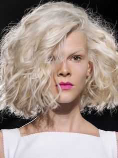 carre long platine jean louis david Easy And Beautiful Hairstyles, Shades Of Blonde, Short Bob Hairstyles, Love Hair, Hairdresser, Color Inspiration, Health And Beauty, Short Hair Styles, Hair Cuts