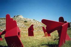 "Installation ""L'Or du Paraclet"", plateau de Calerne, 2002 #JeanLouisCHARPENTIER © Land Art, Mailbox, Outdoor Decor, Home Decor, Tray, Mail Drop Box, Decoration Home, Room Decor, Mail Boxes"