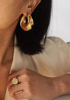 Minimalist jewelry: gold statement hoops and gold signet ring. Minimalist jewelry: gold statement hoops and gold signet ring. Golden Earrings, Gold Hoop Earrings, Gold Hoops, Diamond Earrings, Stud Earrings, Gold Statement Earrings, Garnet Necklace, Gemstone Earrings, Jewelry Rings