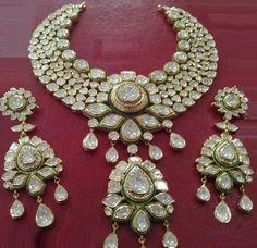 Satyanarayan J Jadia & Sons Jewellers Pvt Ltd Indian Jewelry Sets, Indian Wedding Jewelry, India Jewelry, Bridal Necklace, Bridal Jewelry, Gold Jewelry, Jewelry Box, Bollywood Jewelry, Modern Jewelry
