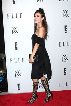 Victoria Justice continues to improve her style. She finds new ways to look better and better. Her latest win is with an elegant outfit and gladiator boots. Gladiator Boots, Victoria Justice, Elle Fanning, Hollywood Celebrities, Celebrity Feet, Elegant Outfit, American Actress, Glamour, Sexy
